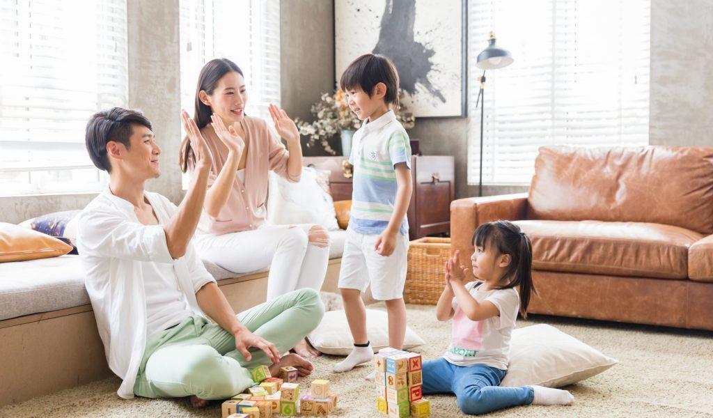 happy-lovely-family